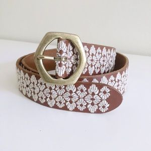 Lucky brand white shell embroidered tan belt small